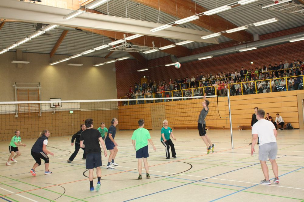 Sie sehen Bilder des Artikels: Volleyball- Zweifelderball-Turnier 2017